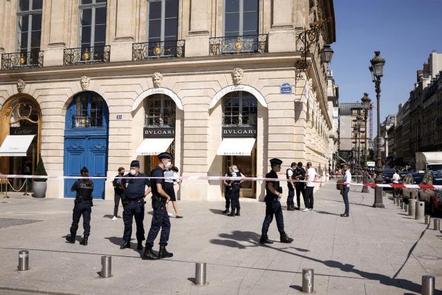 Paris'te ünlü kuyumcu mağazasından 10 milyon euroluk mücevher çalındı